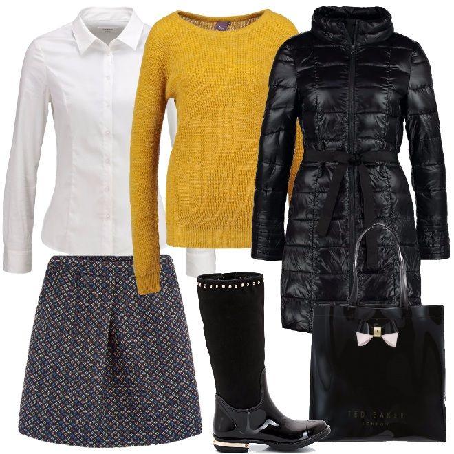 Stivale da pioggia con borchie e dettaglio color oro nel tacco, gonna in tessuto jacquard con motivo geometrico leggermente svasata, piumino sagomato con cintura, pullover vestibilità regular e camicia bianca.
