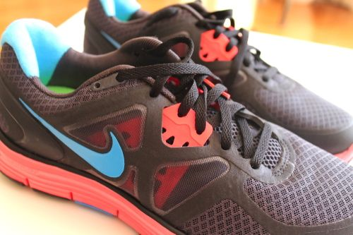 Road Runner, Nike shoes, and Under Armour products with blue and pink tennis shoes: Nike And Under Armour, Pink Tennis Shoes, Nike Fitness, Armour Products, Workout Shoes, Nike Runners, Nike Shoes, Roads Runners, Nike Free