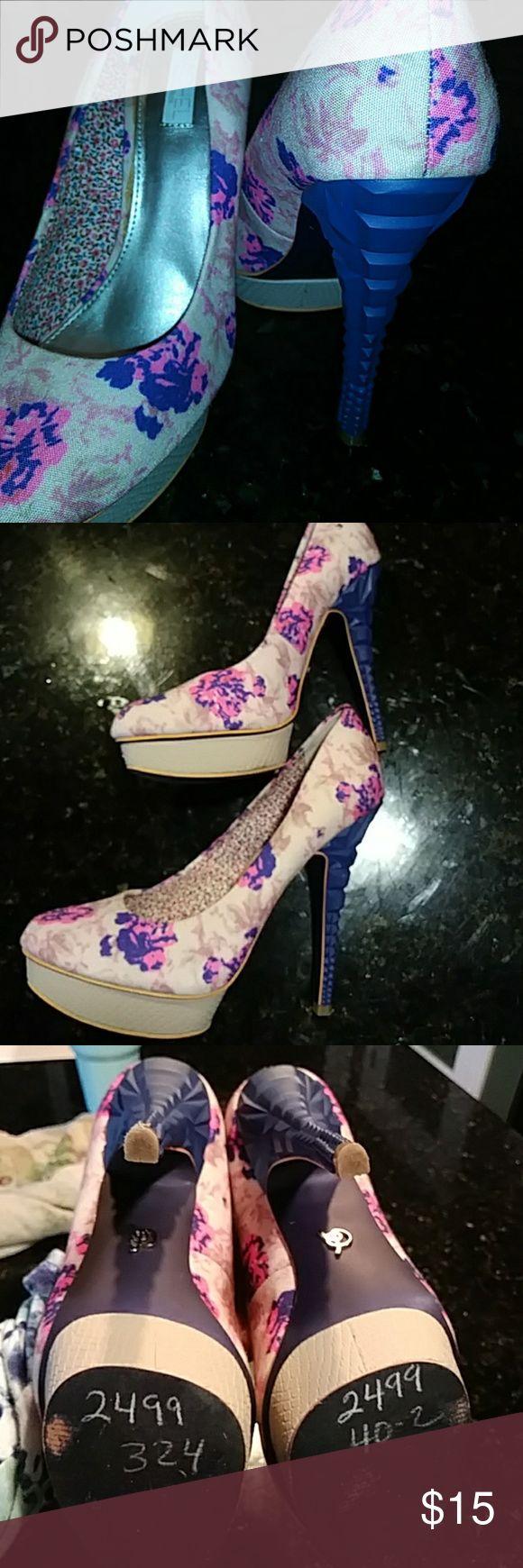 Rachel Roy heela Floral fabric with dectoritive heel. Brand new RACHEL Rachel Roy Shoes Heels