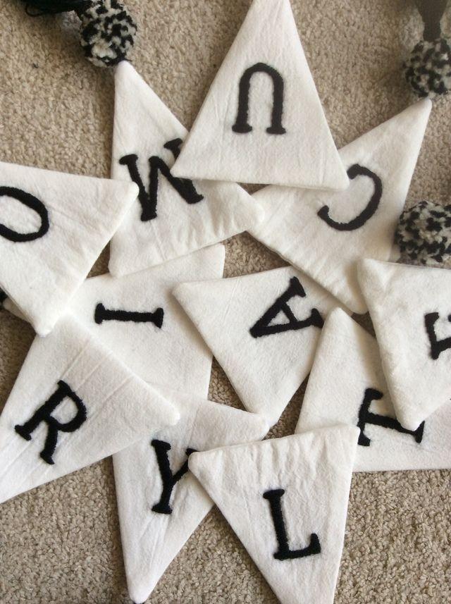 アルファベット刺繍ガーランド