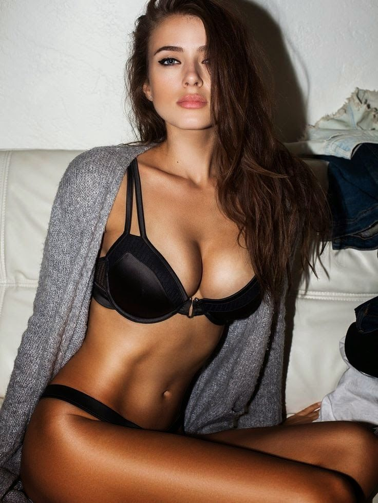 hot brunettes girls
