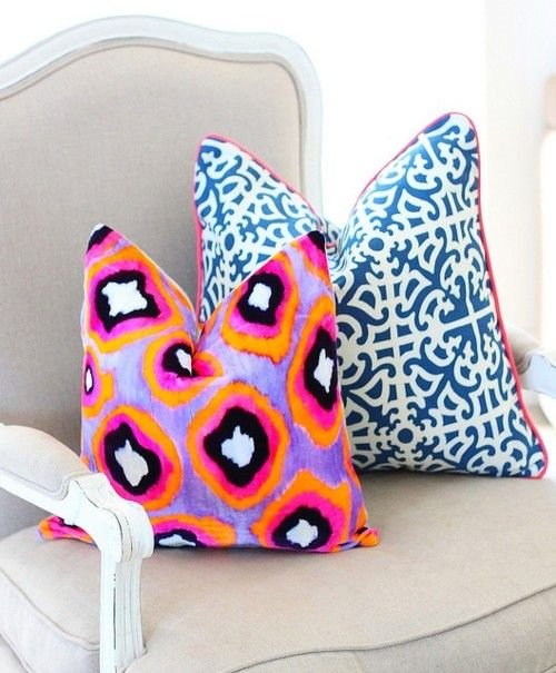 Pillow love.: Colors Combos, Cute Pillows, Accent Pillows, Pillows Patterns, Interiors Design, Decor Pillows, Throw Pillows, Bright Colors, Bright Pillows