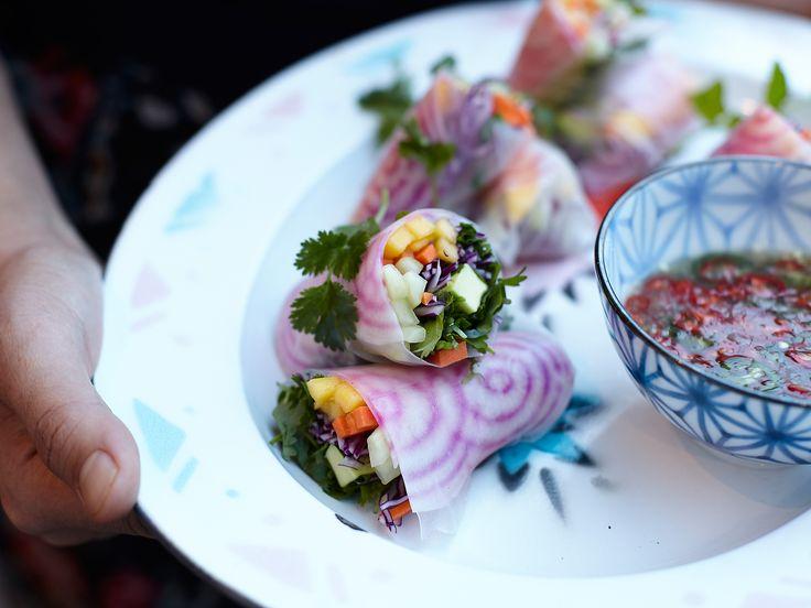 Vietnamesiska spring rolls med dippsås | Recept från Köket.se