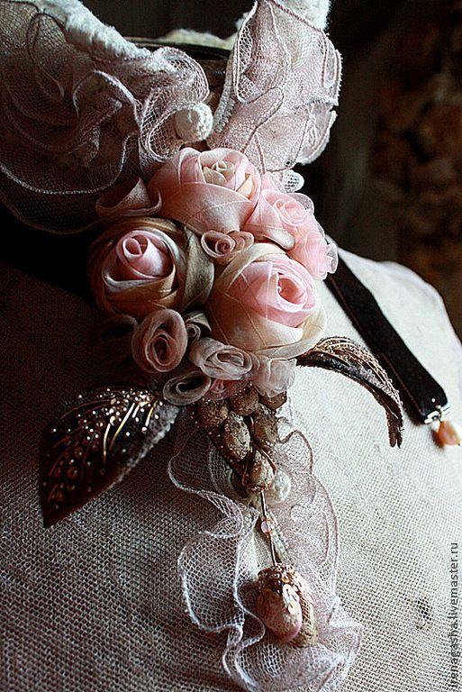 Купить Брошь B14026 - бледно-розовый, кремовый, коричневый, брошь, подвеска, бархотка, розы