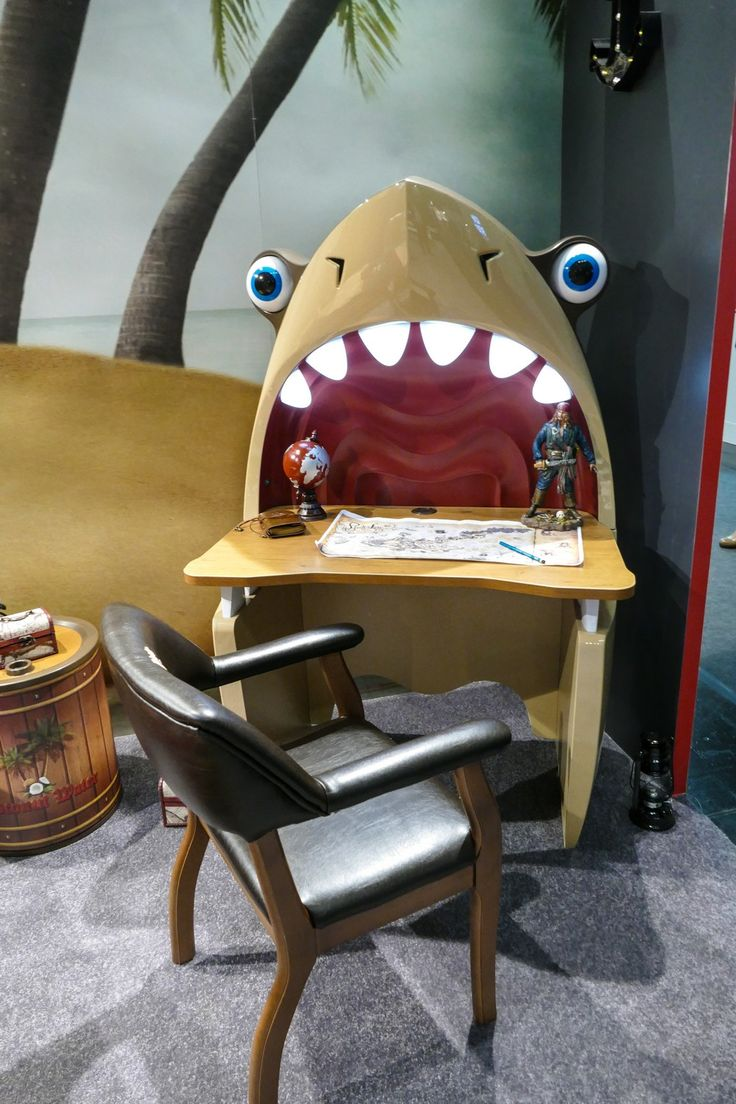 Suchen Sie einen originellen Schreibtisch für Ihr Kind? Wir haben dieses Design auf der Kölner Möbelmesse dieses Jahr gesehen! :)