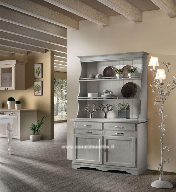 La credenza è il mobile di cucina in cui si conservano le stoviglie, veri e propri must have nelle case delle nostre nonne. Ma non sono passate di moda!