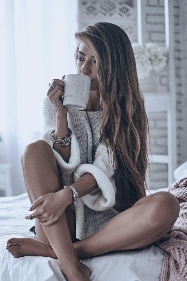 Was glückliche Frauen tun, bevor sie ins Bett gehen   freundin.de   Fotoshooting, Portraitfotografie, Fotografie frauenposen