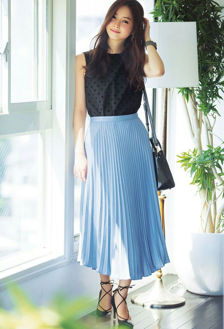 Long pleated skirt outfit