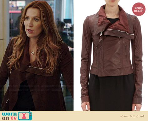 Carrie's burgundy leather jacket on Unforgettable.  Outfit Details: http://wornontv.net/35796/ #Unforgettable