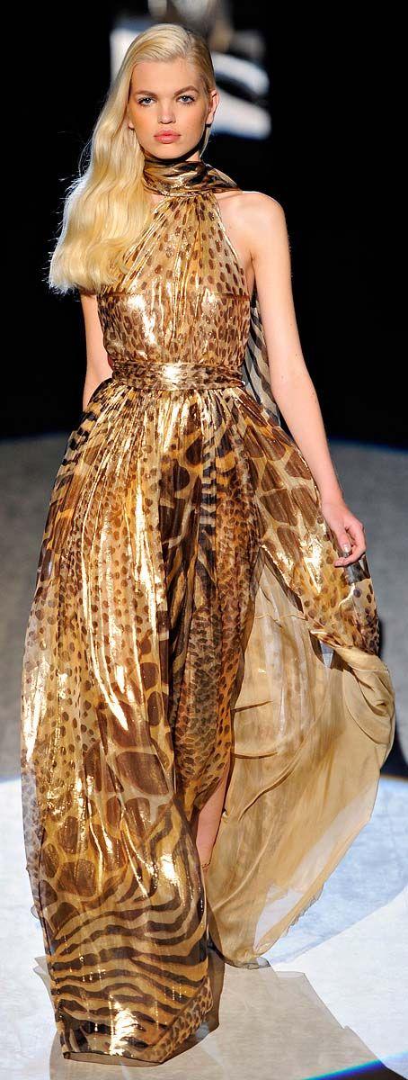 Giambattisa Valli. Ve esto y mas en el blog de moda del momento.. www.tuguiafashion.com
