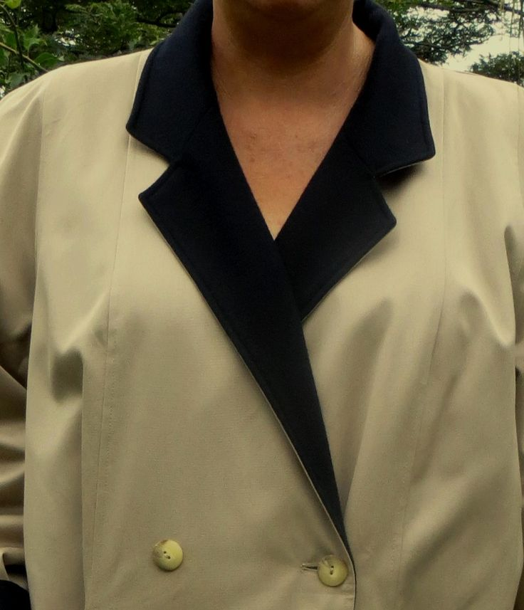 A stunning reversible winter coat, excellent quality, very heavy and warm with a navy blue wool one side and a beige all weather the other, two pockets each side, no belt, simple finishes, slightly padded shoulders, lined on the hem both sides. A versatile coat in mint condition and a superb addition to a winter wardrobe.