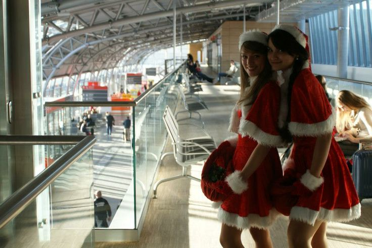 Christmas time at the Warsaw Modlin Airport. www.bee44.com