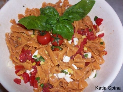 farfalle colorate con farina di pomodori