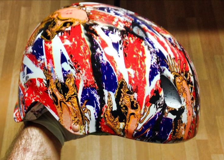 Hidroimpresion en casco Skate acabado Flag British. #hidroimpresion, #flagbritish, #cascoskate. #watertransferprinting Servicios y Envios a nivel nacional. Www.hidroimpresion.es