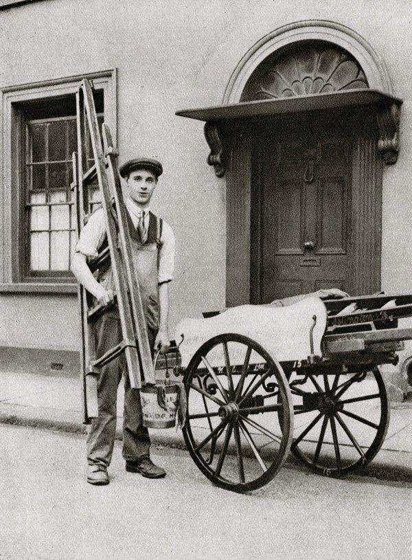 Islington Window Cleaner. Characterful portraits of Londoners, believed to be by photographer Donald McLeish (1879-1950), selected from the three volumes of Wonderful London edited by St John Adcock and produced by The Fleetway House in the nineteen-twenties.