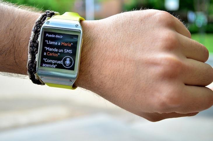 El Samsung Galaxy Gear, el smartwatch de la marca, es un complemento perfecto para aquellos usuarios que quieran romper las barreras entre moda y tecnología. Tiene un funcionamiento simple, es minimalista en características y diseño, cuenta con un