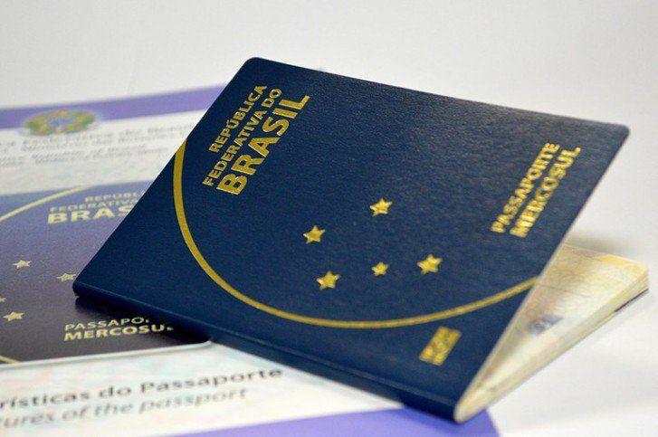 """Agora, o passaporte brasileiro passa a ter validade de 10 anos (antes, era de cinco). A Polícia Federal e a Casa da Moeda começaram a emitir o novo documento, que custará R$ 257,52 --uma elevação de 65% no valor. No caso de solicitações urgentes, o custoainda maior: R$ 334,42. Apesar do preço bem mais salgado,...<br /><a class=""""more-link"""" href=""""https://catracalivre.com.br/geral/viagem-acessivel/indicacao/5-comodidades-que-o-novo-passaporte-brasileiro-deve-trazer/"""">Continue lendo »</a>"""