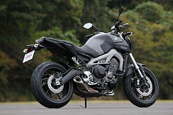 interesting naked 847cc bike from Yamaha  ヤマハ MT-09 (European name) also FZ09 (US name) ■最高出力 = 84.6kW(115PS)/10,000r/min ■最大トルク = 87.5N・m(8.9kgf・m)/8,500r/min ■車両重量 = 188kg
