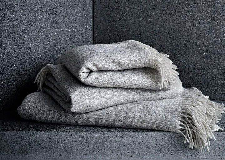 objects-accessories-fritz-hansen-grey-blankets-throws