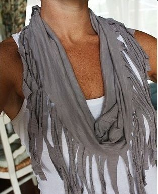 [DIY] Make a Fringe Scarf From a Tee-Shirt