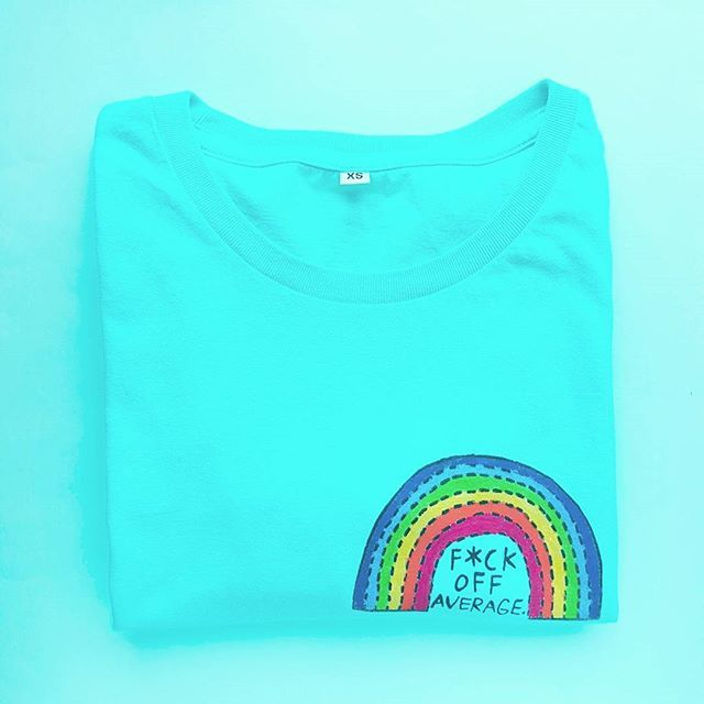 Proper Smonday wear 🌈  Get your awesomeness on and show the basics off 🖕  Hit the link in bio or lumiwau.com & search F*ck Average -tee 🔍 #lumiwau #smonday