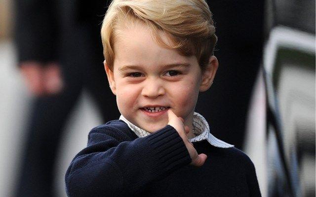 Prins George heeft zijn kerstcadeautjes al geopend - Het Nieuwsblad: http://www.nieuwsblad.be/cnt/dmf20161221_02638666