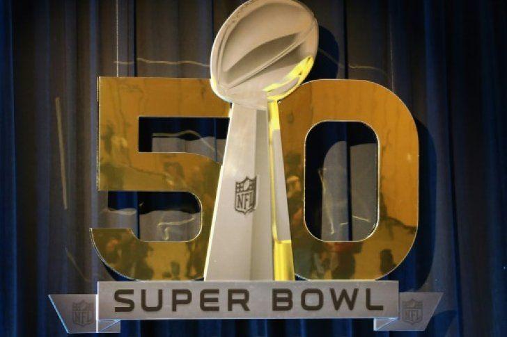 <p>06/05/2016/AFP/AM Estas son las cifras y curiosidades clave del Superbowl de 2016. El partido por el campeonato de la Liga Nacional de Football Americano (NFL) enfrentará a los Carolina Panthers y los Denver Broncos el domingo en San Francisco (California).…</p>