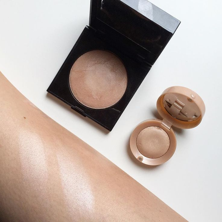I'm trying to pan the Bourjois eyeshadow in Beige Rosé, and I just found out it is a dupe for the Laura Mercier Baked highlighter! The weartime for Bourjois is slightly less than for the LM, but I think I'll be using the eyeshadow on my face anyways #lauramercier #bourjois #highlighter #dupe #projectpan #dupealert