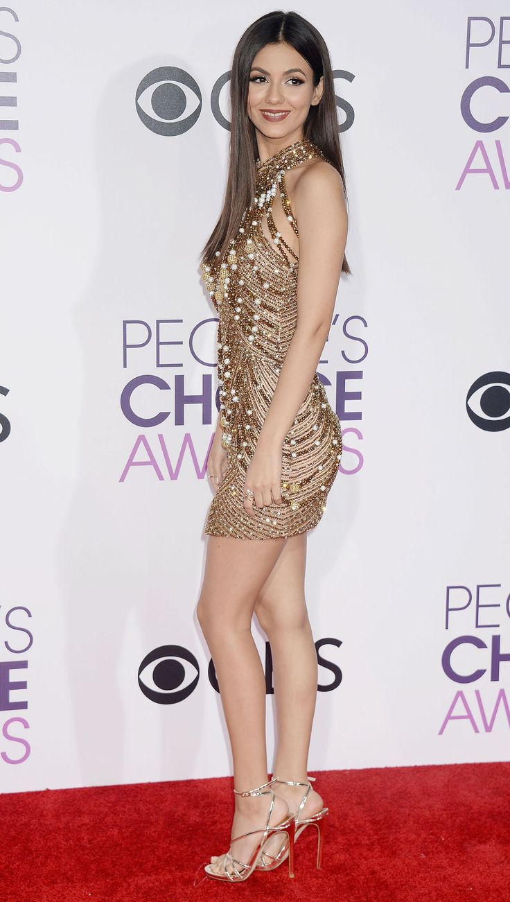 Victoria Justice in Yousef Al Jasmi at 2017 People's Choice Awards in Los Angeles