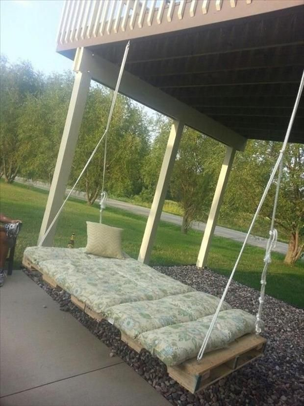 24 amazing uses for old pallets uses for old pallets for Outdoor pallet swing bed