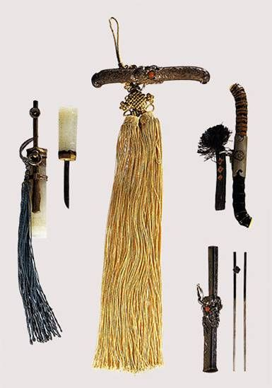 NoRiGae with little knife. To protect yourself, mostly protecting family honor. 'Protecting yorself' can be 'killing yourself' before someone damage you or your refutation.