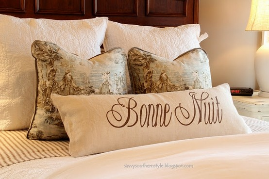 love the pillow.. Francais!!