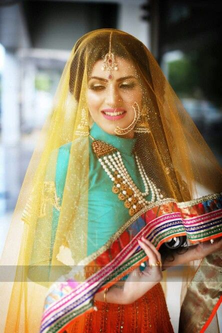 Gorgeous  Bride in Ali Xeeshan dress.  Picture Credit : Irfan Ahson