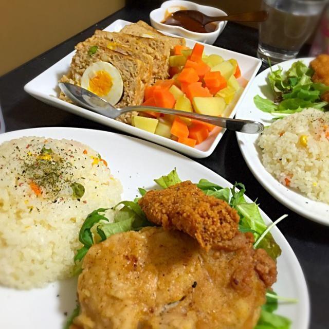 ちょっと早いクリスマスごはん♪ - 8件のもぐもぐ - 今日の晩ご飯は、バターピラフ、ミートローフ、蒸し野菜、ケンタッキーのチキン。 by sakuyue