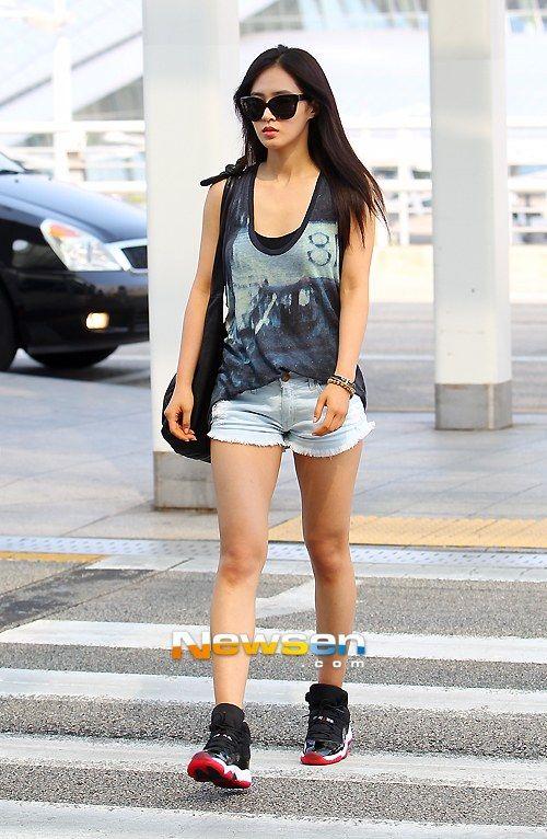 snsd yuri korean stars airport fashion casual