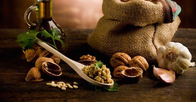 Frutta secca e olio d'oliva per la salute del cuore