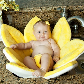 Blooming Bath Baby Bath, how cute is this! Wish I had this when the girls were babies.