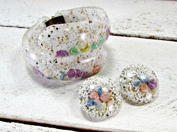 Vintage Confetti Lucite Jewelry Set, Pastel Seashells, White Hinged Clamper Bracelet, Clip-On Earrings, 1950s Beach Vintage Costume Jewelry