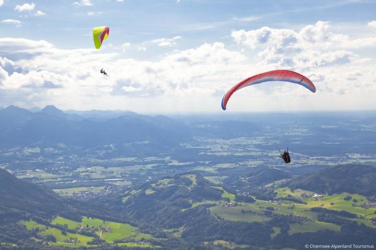 Gleitschirmfliegen am Samerberg - herrlicher Blick auf das Inntal, Voralpenland und den Inn