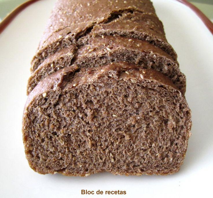 Este pan está inspirado en el típico Pumpernickel  pero adaptado para que resulte menos denso y fácil de hacer. Es el ideal para los ama...
