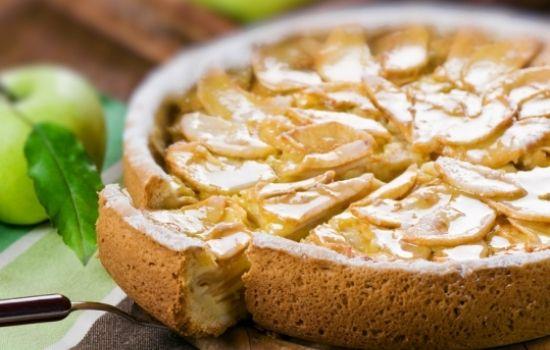 Рецепты шарлотки на сковороде с яблоками, секреты выбора ингредиентов
