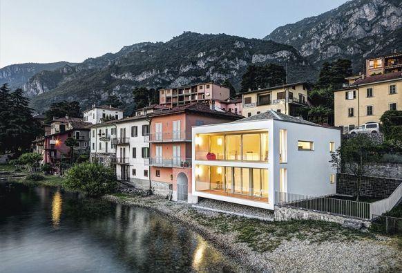 Minimalistický dům s výhledem na Alpy u jezera Como - božské :-)