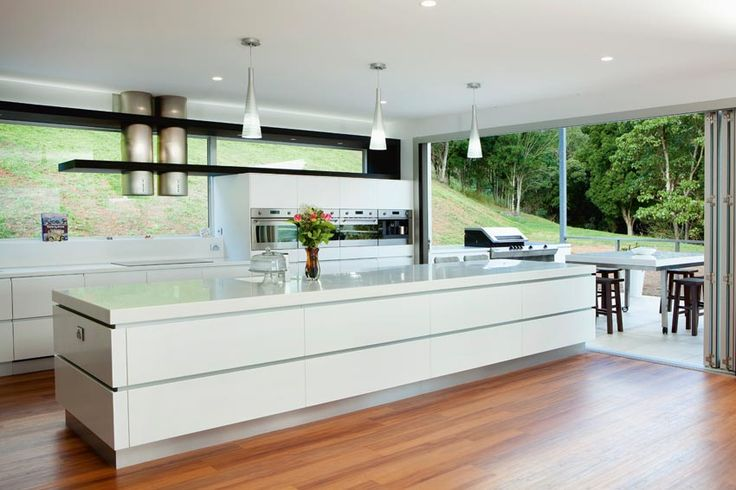 Like the bench meeting the door, so when opened, it feels like the outdoors are truly in. Queensland Homes Blog > Kitchen Confidence