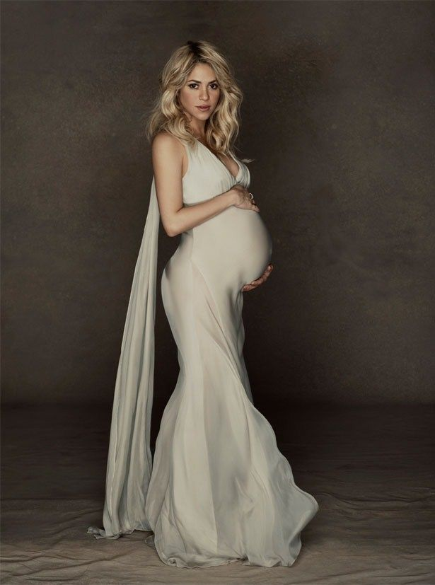 Shakira and Gerard Pique unveil pregnancy photos for charity - Celeb Crunch