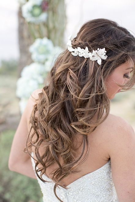 the flower piece in this wedding hairstyle is so perfect!