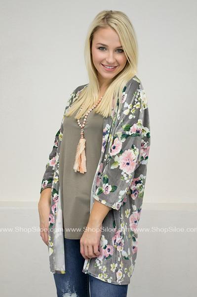 Velvet Spring Floral Kimono #fashion #outfit #floral #velvet #kimono