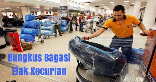 Pekerja KLIA2 kantoi menggeledah bagasi penumpang airport.