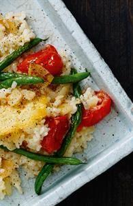 Risotto med grøntsager og parmesanchips