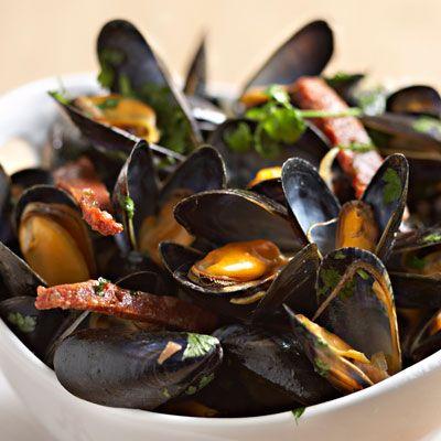 Découvrez la recette Moules au chorizo sur cuisineactuelle.fr.