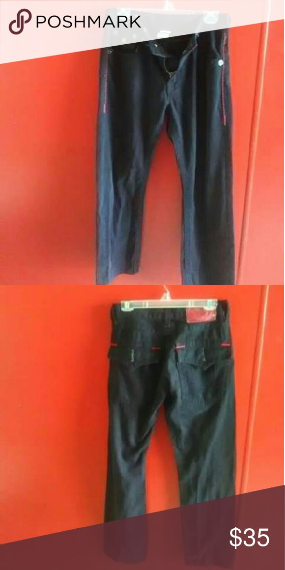 Men's Black True Religion Jeans They are used but have no holes or stains. They are size 32x32. The back tag does show a little peeling due to washing. True Religion Jeans